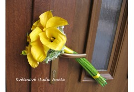 """Svatební kytice žluté kaly - """"žezlo ze žlutých kal, doplněné zajímavou aplikací z drátků...1500,-"""