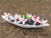 Gondola s orchideí bílá