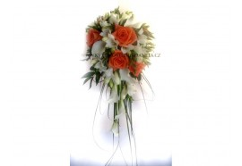 Svatební kytice Jana - převislá kytice z růží, frézií a drobných kal...1300,-