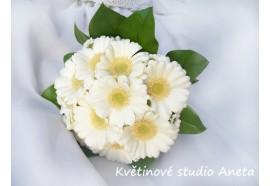 Svatební kytice z germín -  drobná svatební kytice z germín a chryzantém...460,-