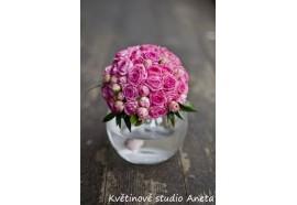 Svatební kytice z trsových růží -  drobná kulatá svatební kytička z trsových růžiček...790,-