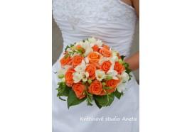 Svatební kytice Kama - svatební kytice z oranžových růží a frézií...1400,-