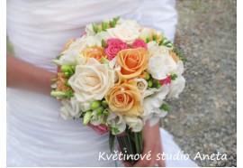 Svatební kytice Henky - kytice z krémových, lososových, růžových růží a aj. s prodlouženými stonky...1290,-