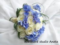 Svatební kytice bílé růže a hortenzie...