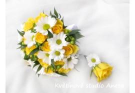 Svatební kytice Stanislava - kulatá svatebni kytice ze žlutých růží, zeleného hyperica a bílých chryzantém...1290,-