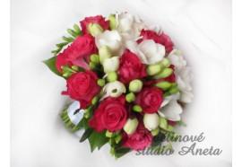 Svatební kytice Orchestra - kytice z fuchsiově růžových růží a bílých frézií...1390,-