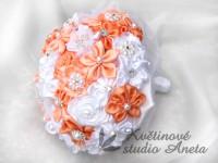 Saténová svatební kytice oranž-lososová