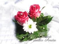 Polštářek na prstýnky z fuchsiových růží...