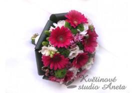 Svatební kytice Vlaďka - kytice z fuchsiově růžových germin, frézií, santin atd. 1350,-