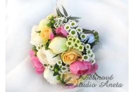 Svatební kytice - z růží a pivoněk - růžové a bílé pivońky, lososové růže s doplňujícími květy...1190,-