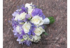 Svatební kytice - Lavander Rose- vonící fréziemi, růžemi, levandulí...kytice je sezonní cca červen-srpen. 1450,-