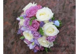 Svatební kytice - Violet Rose - smetanové růže doplněné květy v různých odstínech fialové...1490,-