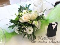 Svatební aranžmá na stůl bílo krémové kulaté...