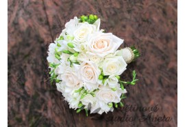 Svatební kytice Zlatý mix - krémové růže, bílé frézie doplněné štrasy a zlatou aplikací na úvazku...1290,-