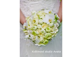 Svatební kytice- Z pryskyřníků - elegantní svatební kytice z pryskyřníků, růží, gardenie, eustomy... 1440,-