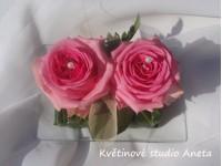 Polštářek na snubní prstýnky z růží...