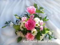 Svatební aranžmá na oltář ...