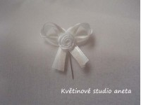 Vývazky, svatební mašličky na myrtu bílá+smetanová s růžičko...