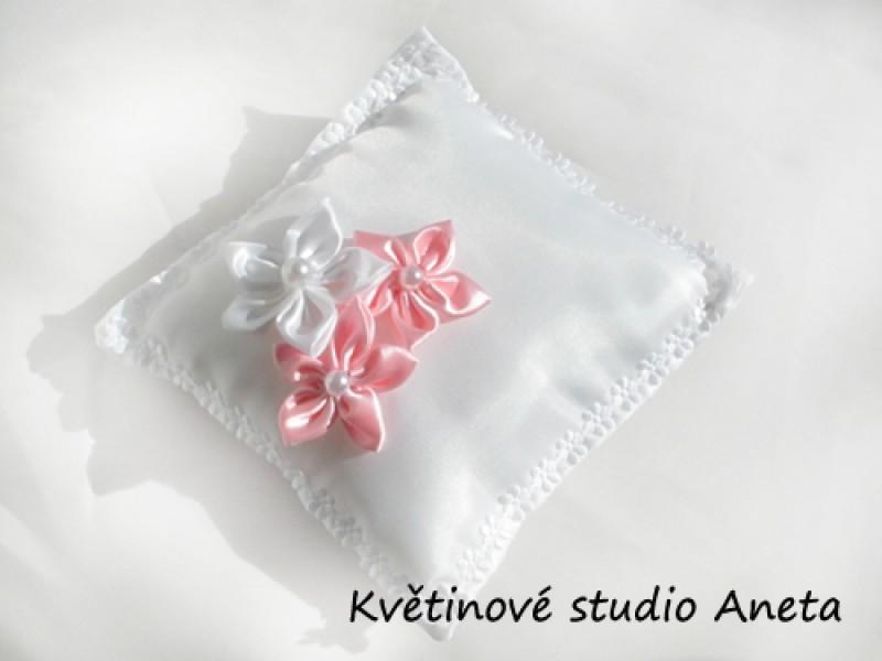 Polštářek na prstýnky 3 květy růžový