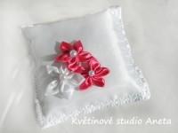 Polštářek na prstýnky 3 květy cyklamenový...