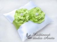 Polštářek na prstýnky zelený 2 květy...