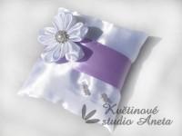 Polštářek na prstýnky se saténovým květem fialový...