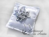 Polštářek na prstýnky 3 květy šedý...