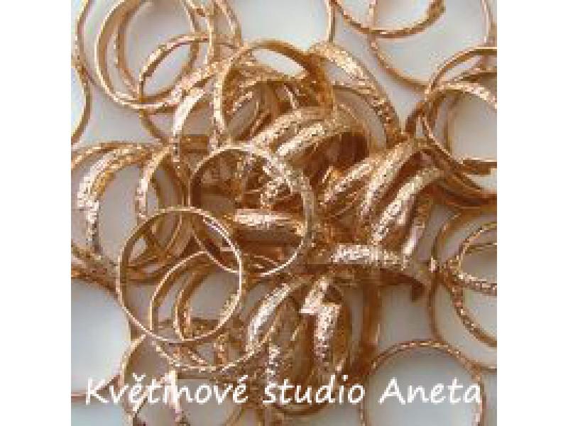 Svatební dekorace-prstýnky zlaté