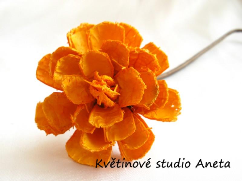 Květ lepený oranžový