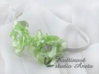 Čelenka se zelenými květy...