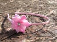 Svatební čelenka s květinou růžová...